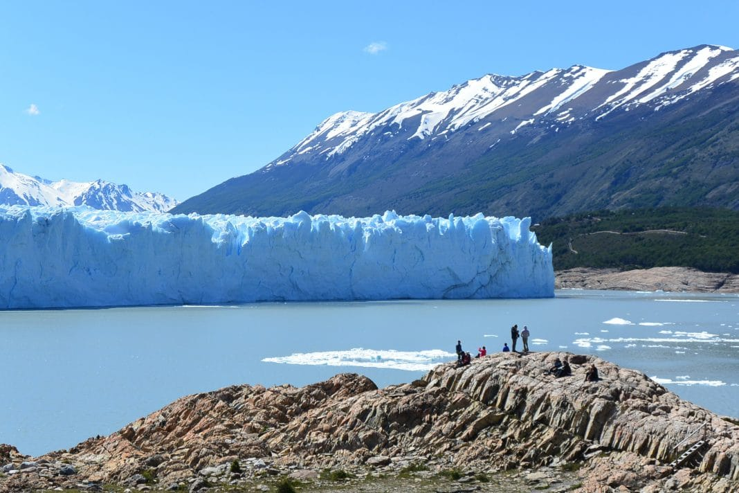 Turists Glaciar Perito Moreno